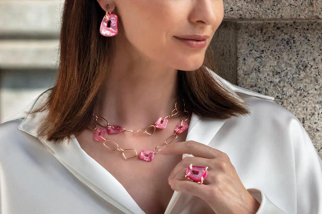 spooren-juwelier-juwelen-oorbellen-halsketting-ring-ringen-trouwringen-Brasschaat-sfeerbeeld
