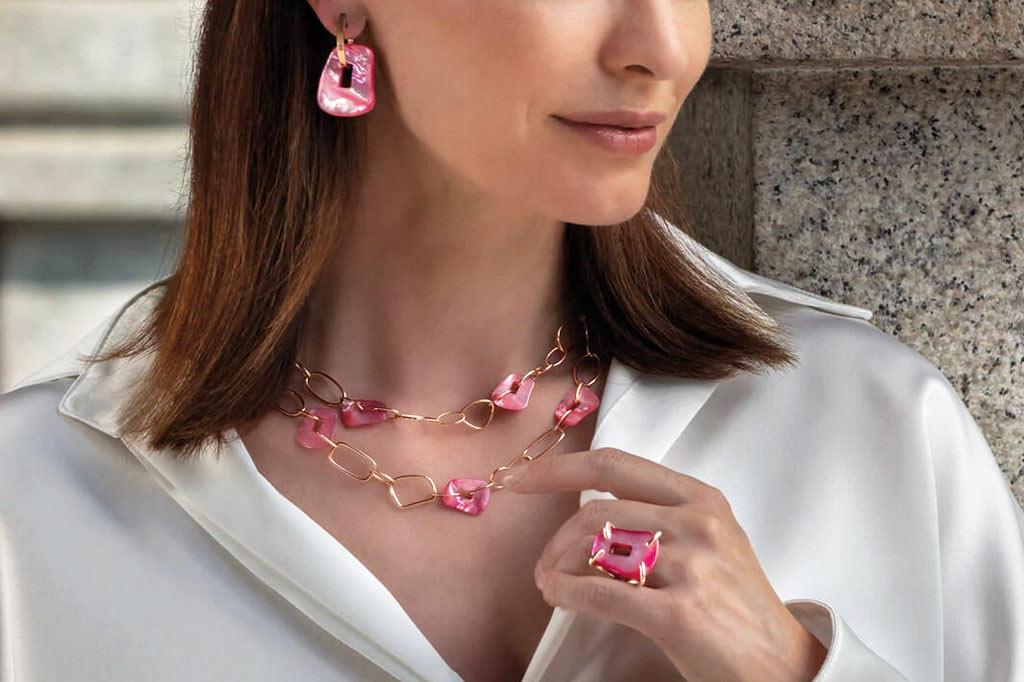 spooren-juwelier-juwelen-oorbellen-halsketting-ring-ringen-trouwringen-Brasschaat-sfeerbeeld-1024x682